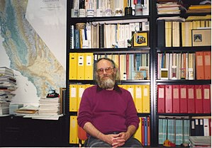 Jon Postel - Image: Jon Postel sitting in office