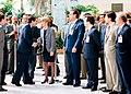 José María Aznar saluda a los máximos responsables de las televisiones en la inauguración del I Mercado Iberoamericano de la Industria Audiovisual. Pool Moncloa. 18 de junio de 1996.jpeg