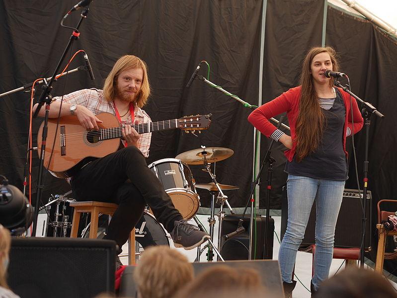 File:Josienne Clarke and Ben Walker 09 - 2000 - The Folkroom Stage, Home Farm Festival, June 2015.jpg