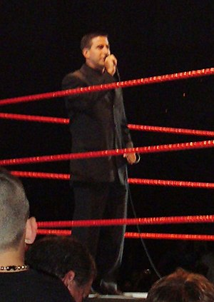 Justin Roberts - Image: Justin Roberts WWE Ring Announcer RAW House Show 6 23 07