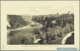 KITLV - 37387 - Demmeni, J. - Tulp, De - Haarlem - The Karbouwengat (Ngarai Sianok, Kota Bukittinggi) seen from Fort de Kock, Sumatra - 1911.tif