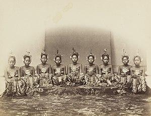 Isidore van Kinsbergen - Image: KITLV 408103 Isidore van Kinsbergen Dancers of the sultan in Jogjakarta 1863 1868