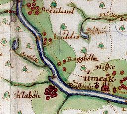 Udsnit ud af Johan Persson Geddas kort over Umeå sogn fra 1661, hvor Kåddis ses mellem Brændland og Baggböle.   De røde prikkere angiver antallet af betalende skat husmandssteder.   Det noget utydelige korttegn i elven ved Kåddis betyder laksefiskeri.