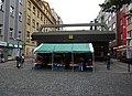 Karlín, Thámova, stanice Křižíkova, stánek s ovocem.jpg