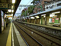 Keikyu-railway-main-line-Kanagawa-station-platform.jpg