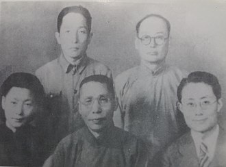 Kim Koo - Kim Koo took photos with Chinese engineers who help made the bombs used by Yun Bong-gil