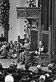 Koningin Juliana leest de troonrede in de Ridderzaal, rechts Prins Bernhard, Bestanddeelnr 922-7946.jpg