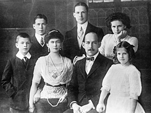 Helen of Greece and Denmark - The Greek Royal Family in 1914. King Constantine I and Queen Sophia surrounded by their five older children (from left to right): Paul, Alexander, George, Helen and Irene.