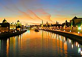 Kremlin Embankment at dusk.jpg