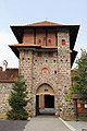 Kula iznad ulaza u manastir Žiča, Srbija.jpg