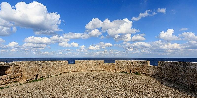 Ficheiro:Kyrenia 01-2017 img07 Castle bastion.jpg