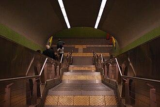 Once - 30 de Diciembre (Buenos Aires Underground) - Image: Línea H, escaleras en estación Once (Buenos Aires, noviembre 2008)