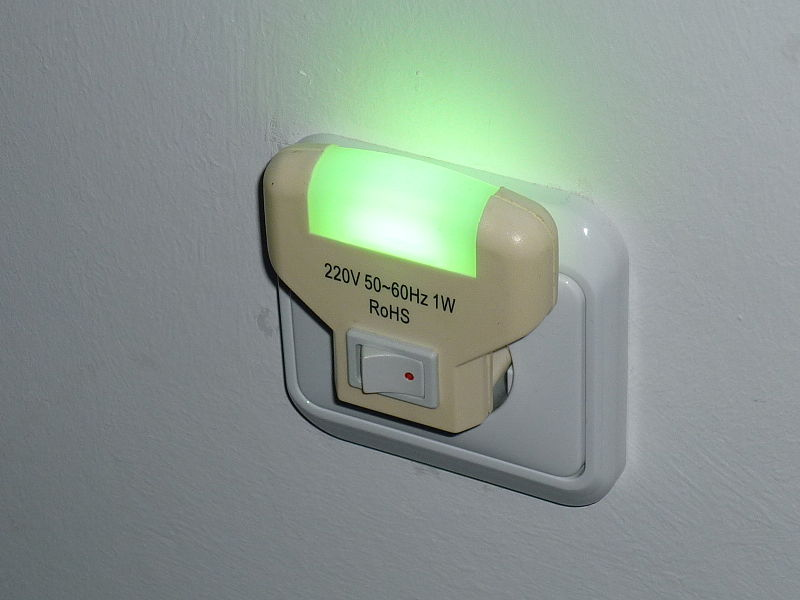 File:LED nightlight with switch.JPG