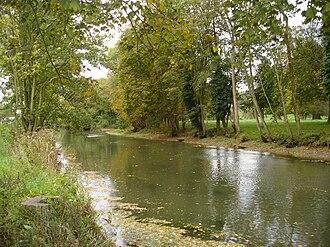 Bresle (river) - Image: La Bresle canalisée entre Eu et Le Tréport