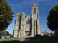 La façade occidentale de la cathédrale Saint-Samson vue depuis la place - Dol-de-Bretagne.jpg