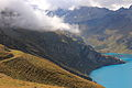 Lac de Moiry, (2250 m) Grimentz, Zwitserland. Bewolkte gletsers boven Lac de Moiry.JPG