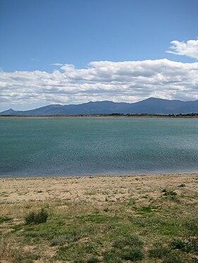 Au bord du lac elle montre son cul - 5 9