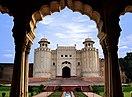 Pohled na pevnost Lahore z Baradari.jpg