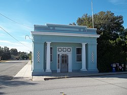 Lake Hamilton Fl bank02.jpg