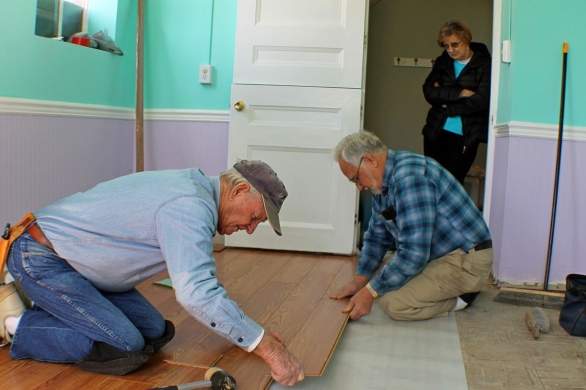 File Laminate Floor Assembly Close Up, How To Install Laminate Flooring Over Asbestos Tile
