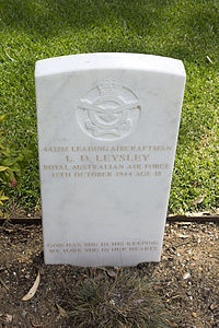 Leading Aircraftman L D Leysley gravestone in the Wagga Wagga War Cemetery.jpg