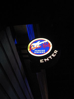 Rock 'n' Roller Coaster Starring Aerosmith - The garage sign in the ride's load area