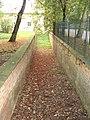 Lubostroń, ogrodzenie, ok. 1800 - ogrodzenie z fosą.JPG