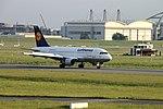 Lufthansa A319-112 D-AKNH (14197485401).jpg