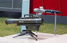 Lanciamissili MILAN. Si noti la freccia sul tubo di lancio, che indica la direzione di montaggio sul treppiede.