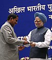 Manmohan Singh gave away the President's Police Medal to Shri Nand Kishore Das, Assistant Director New Delhi for distinguished services on the occasion of Independence day-2007, at the DGPsIGPs Conference-2008, in New Delhi.jpg