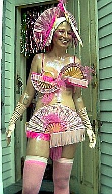 220px-Mardi_Gras_morning%2C_2004%2C_Bywater_neighborhood