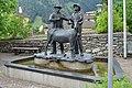 Matrei - Brunnen mit Skulptur Der Goashandel - 1.jpg