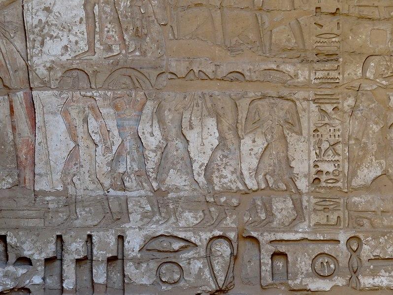 File:Medinet Habu Ramses III. Tempel Erster Hof 39.jpg