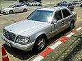 Mercedes-Benz E220 (W124 1993) front.jpg