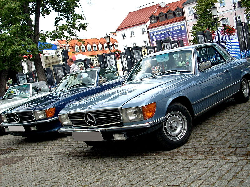 پرونده:Mercedes-Benz SL (R107) and SLC (C107) together.JPG