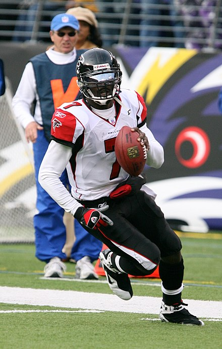 Michael Vick running during his record 2006 season Michael Vick running, November 2006.jpg