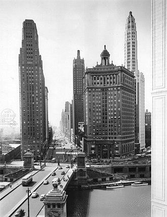 Michigan Avenue Bridge - Image: Michigan Ave looking south, Chicago, 6 20 1945