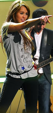 "Cyrus performing at the ""Kids Inaugural: We Are the Future"" concert in Washington, in January 2009."
