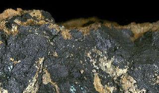 Psilomelane hard black manganese oxides (romanechite, mainly)