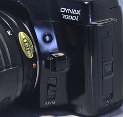 Minolta Dynax 7000i Analogue Film Camera, With Sigma 28-70mm Lens (8744276098).jpg
