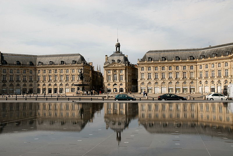 File miroir d 39 eau place de la bourse jpg wikimedia commons for Miroir d eau bordeaux