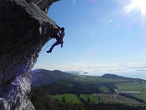 Overhang (rock formation) - Climber on an overhang (Moby Dick route, 5.11b, Kamouraska, Canada)
