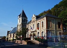 La mairie et l'église Saint-Pierre, Saint-Paul.