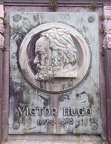 220px-Monument_Hugo_Waterloo.jpg