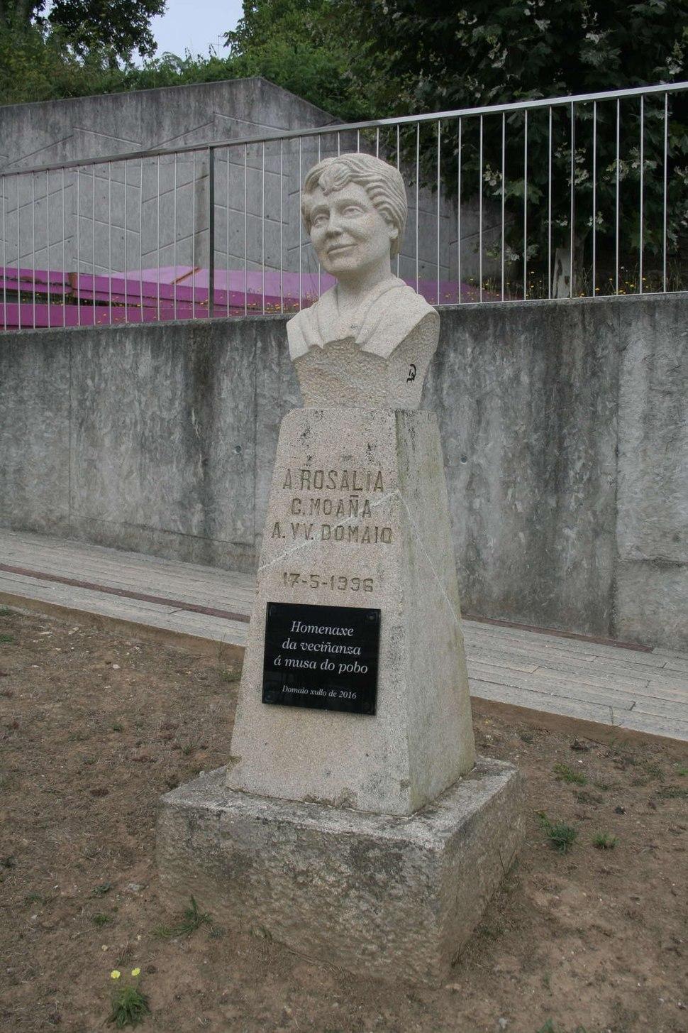 Monumento a Rosalía de Castro