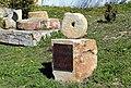 Monumento a las antiguas labores en las canteras.jpg