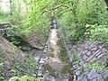 Motolský potok, pod vozovnou, proti proudu.jpg