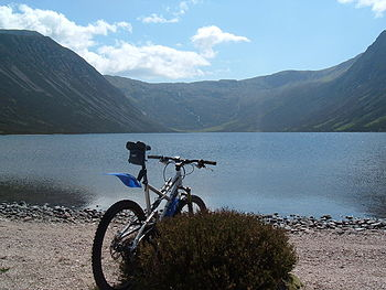 English: Mountain biking in the Cairngorms. A ...