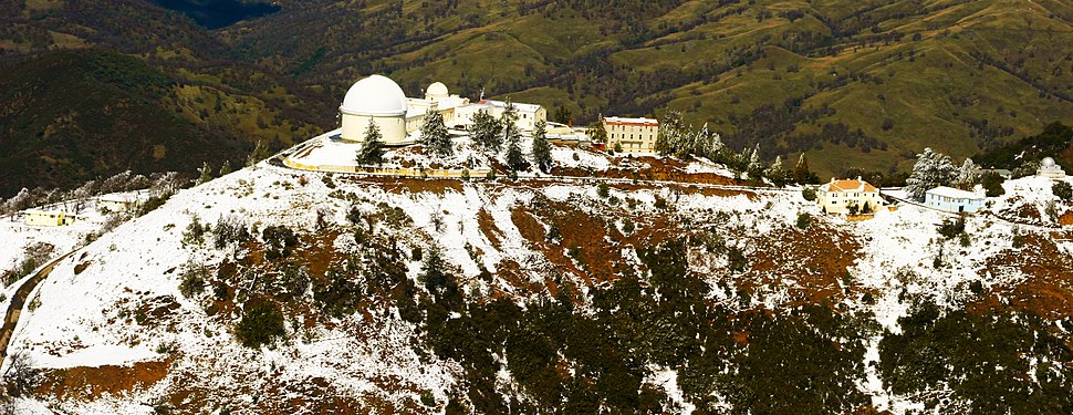 Mt Hamilton and Lick Observatory (5265825018) (cropped)