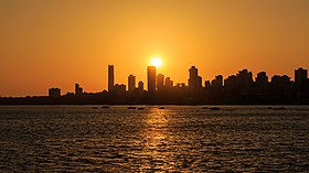 Mumbai 03-2016 77 sunset at Marine Drive.jpg
